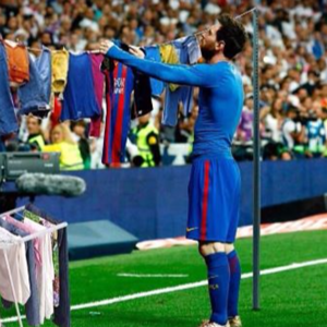 messi-funny-drying-clothes.png